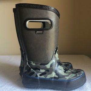 Kids Bogs Rainboots, size 8